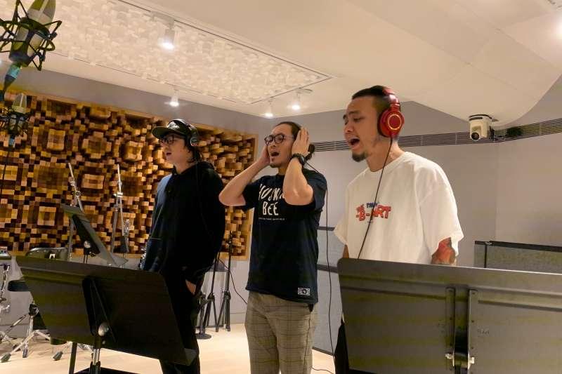 總統蔡英文競選連任再推出新的競選歌曲,由台語搖滾樂團「滅火器」製作演唱,將於3日晚間蔡英文舉辦的「社群之夜」現場演唱。(蔡競辦提供)