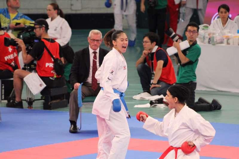 文姿云在世界空手道超級聯賽馬德里站,險勝烏茲別克女將拉克希莫娃,成功奪下銅牌。 (圖片取自文姿云粉專)