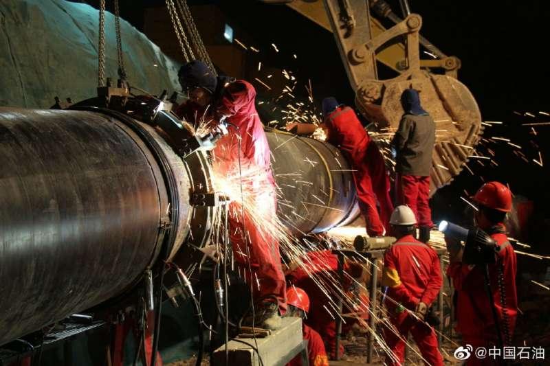 中俄天然氣管線開通,使俄國成為中國的主要能源供應國之一。(中石油官方微博)
