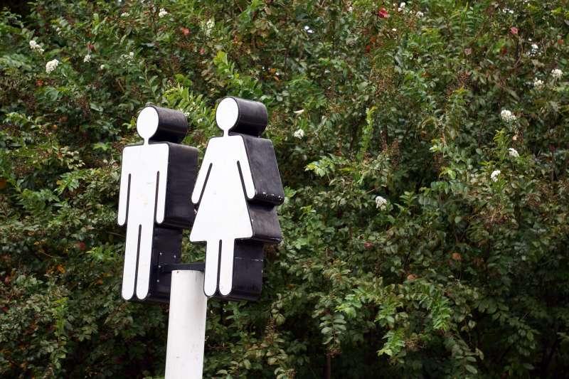 爸爸帶女兒該上男廁還是女廁?(圖/pixabay)