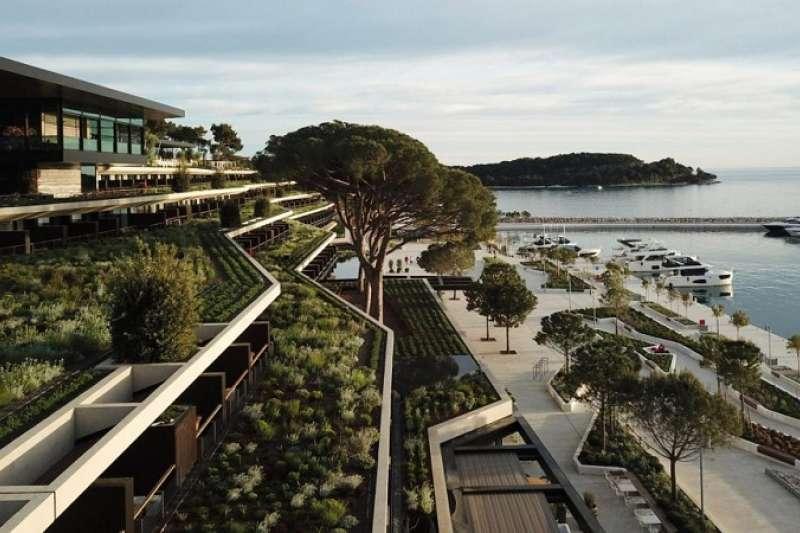 公園酒店由當地的建築事務所3LHD所設計,由義大利建築師和設計師Piero Lissoni進行內裝設計,希望將酒店對於自然景觀的影響降到最低。(圖/瘋設計)