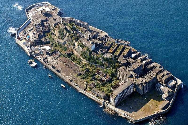 日本端島又稱軍艦島,因為形似軍艦而得名。(kntrty@flickr_CCBY2.0)