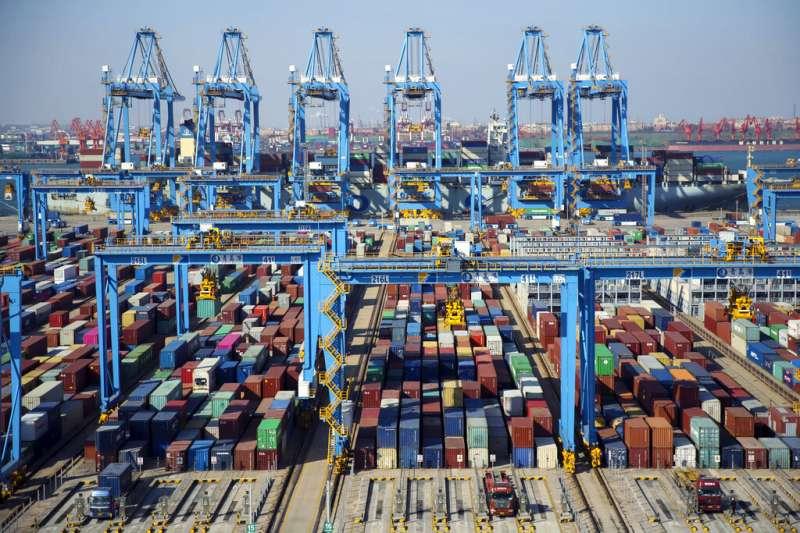 中美貿易戰,青島碼頭。(美聯社)
