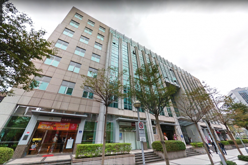 有網友在《爆怨公社》發文,揭露兒福聯盟在11月以3.7億元買下位於台北巿內湖區瑞光路的辦公室,引發熱議。圖為該辦公室外觀。(圖取自google街景地圖)