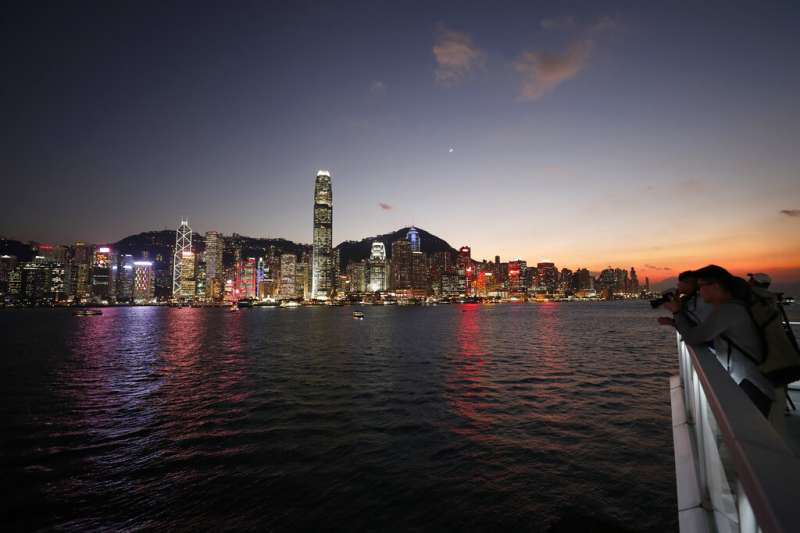 香港維多利亞港夜景。(美聯社)