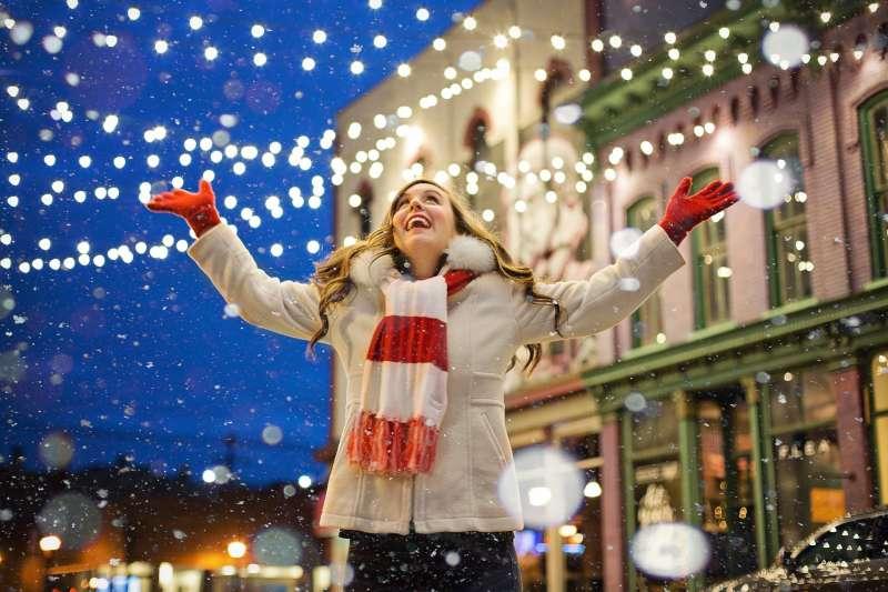 許多人一年中最期待的日子就是聖誕節,因為它是個既浪漫又幸福的日子。(圖/取自pixabay)