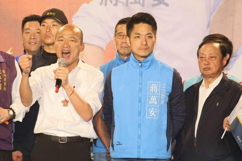 蔣萬安(右二)坦言,國民黨不分區名單確實影響了選情。(柯承惠攝)