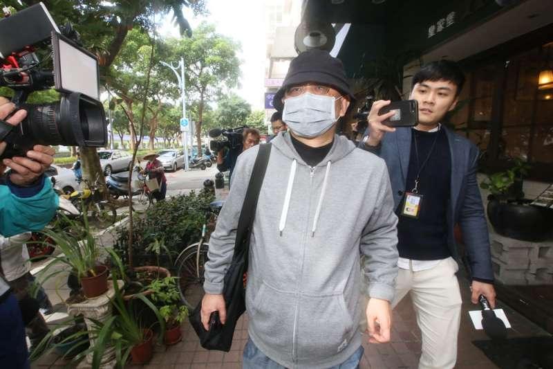 自稱是中國間諜的王立強引爆的共諜疑雲,衝擊台灣大選。圖為遭王指控為情報頭子的中國創新老闆向心(戴口罩者)。(柯承惠攝)