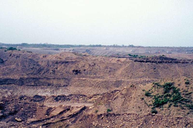 20191204-蘇治芬指控,某些人利用特權關係,濫採砂石破壞國土。(取自蘇治芬臉書)