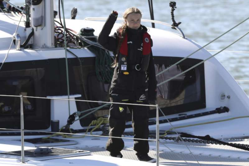 瑞典環保少女通貝里橫渡大西洋抵達里斯本,準備前往COP25峰會。(AP)