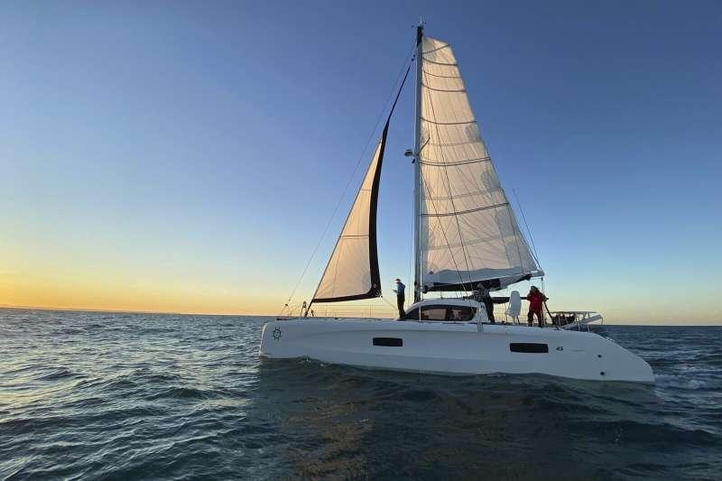 通貝里搭乘「流浪號」橫渡大西洋,達到極低的碳排放量。(AP)
