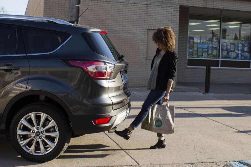 美國汽車價格不斷上漲,平均車貸期限愈拉愈長,凸顯中產階級愈來愈負擔不起購車。(AP)