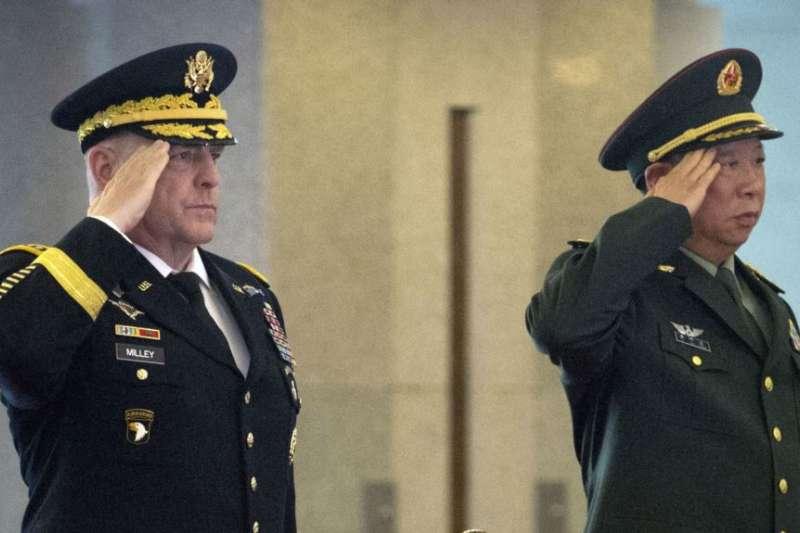 時任美國陸軍參謀長的米利上將2016年8月會見時任中國陸軍司令的李作成。(美聯社)