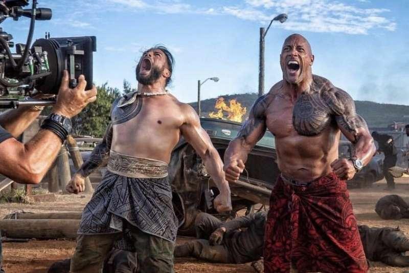 數月前上映的電影《玩命關頭:特別行動》,巨石強森恰如其分地演繹了硬漢形象(圖/IMDb)
