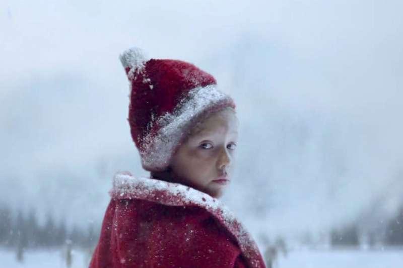 廣告中冰天雪地的銀白世界,其實是在盛夏35度高溫下拍攝完成(圖/DC FILM SCHOOL影製所)