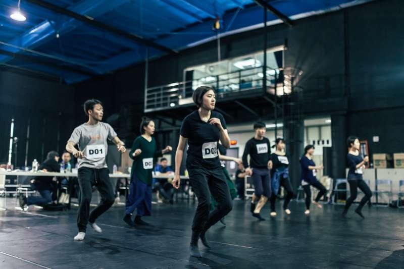 20191205-尚軒調查-王孟超專訪-2017音樂劇表演培訓課程為期4周,透過密集鍛鍊,全方位訓練學員的舞蹈、聲音、歌唱、表演實力。(北藝中心提供)