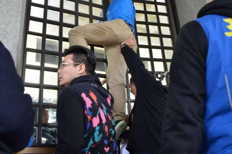 2019年12月6日,「卡神」楊蕙如涉網路帶風向侮辱大阪辦事處被起訴,國民黨民代再到外交部抗議(國民黨立院黨團提供)