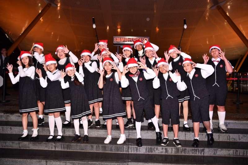 高雄市立兒童合唱團以聖誕歌溫馨開場。(圖/徐炳文攝)