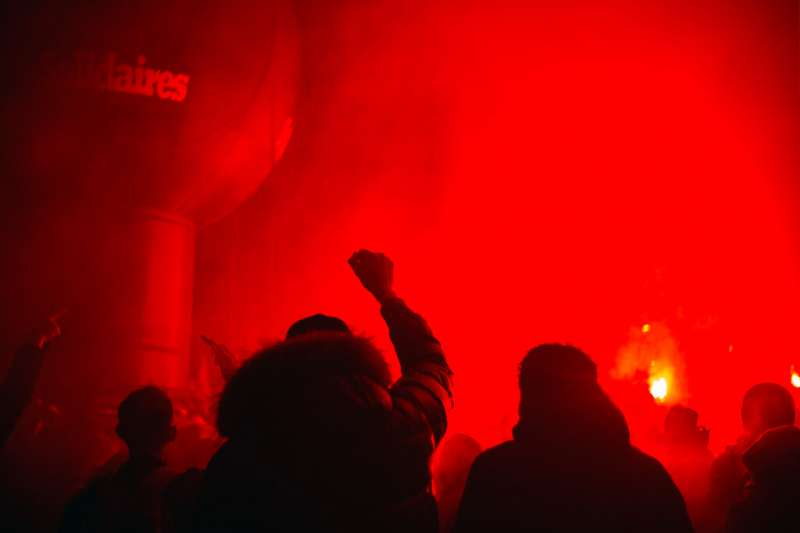 法國巴黎12月5日舉行罷工抗爭,反對馬克宏政府的退休制度改革。(美聯社)