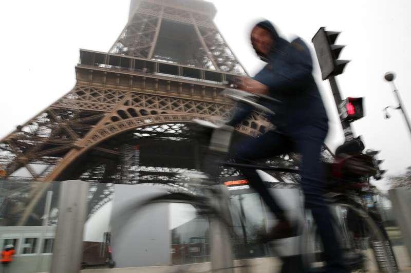 巴黎鐵塔。法國巴黎12月5日舉行罷工抗爭。(美聯社)