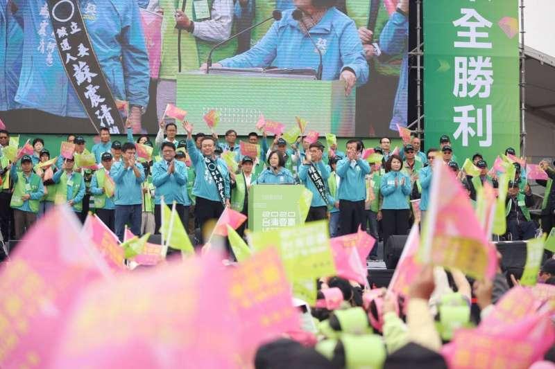 蔡英文總統連任屏東縣競選總部7日在屏東市成立,黨內大咖出席站台。(蔡英文總統連任辦公室提供)