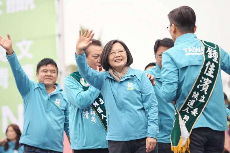 總統蔡英文7日出席屏東縣競選總部成立大會。(蔡英文總統連任辦公室提供)