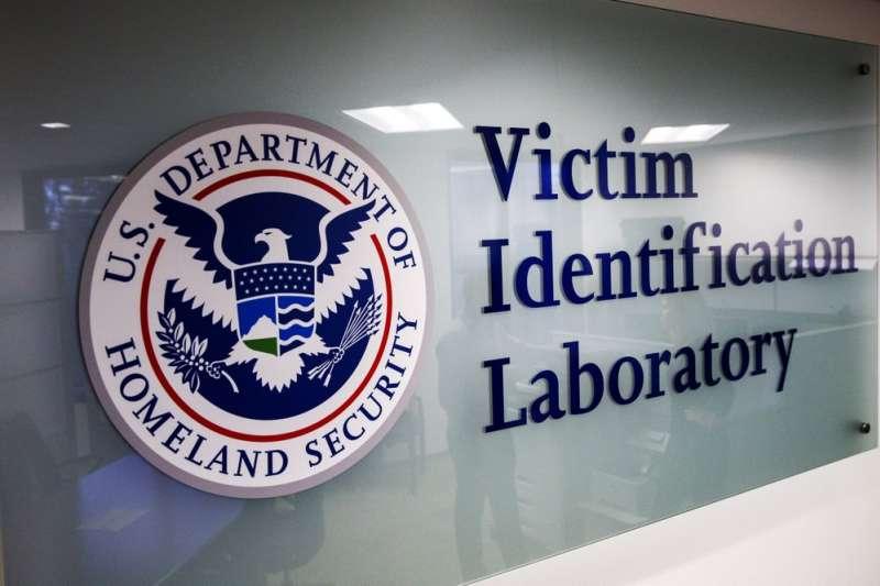 美國ICE國土安全調查部門下的調查實驗室。(AP)