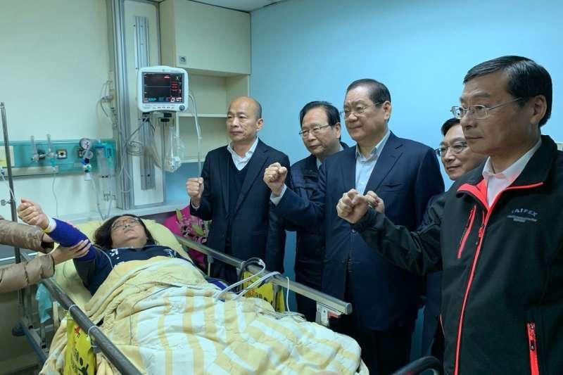 國民黨立委和國民黨總統候選人韓國瑜赴醫院探視立委陳玉珍。(國民黨黨團提供)