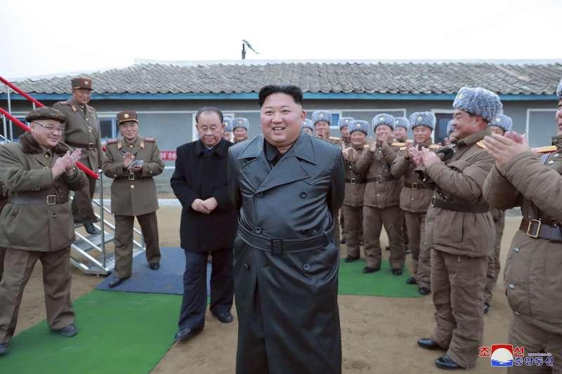 2019年11月,北韓最高領導人金正恩視察軍隊,受到熱烈歡迎(AP)
