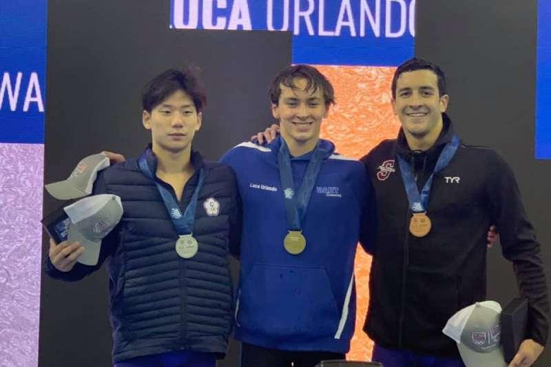 王冠閎在美國公開賽200公尺蝶式摘銀,為台灣史上首位在該賽事奪牌的選手。 (圖片取自Takeo Inoki教練臉書)