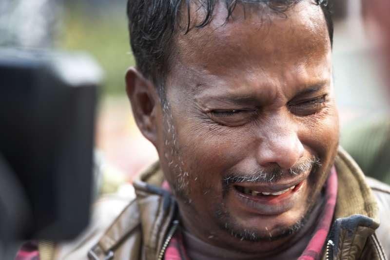 2019年12月8日,印度首都新德里一家皮包工廠發生大火,造成數十人罹難慘劇(AP)