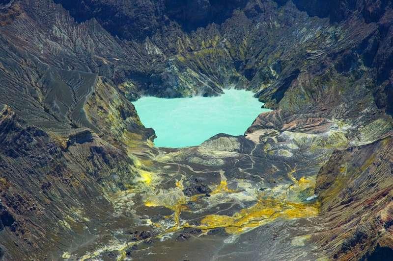 紐西蘭白島(White Island,Whakaari)的火山湖(Wikipedia / CC BY 2.5)