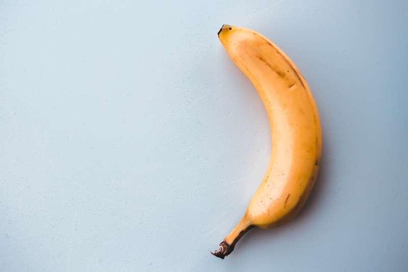 這幾天國際間最熱門的藝術新聞是一根用膠帶貼在牆上的香蕉以12至15萬美元價格成交。(圖/unsplash)