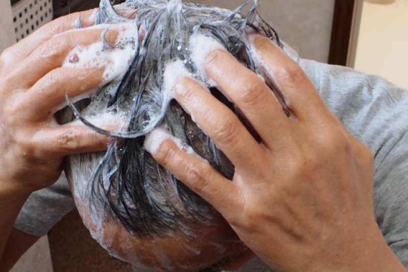 快用完的洗髮精,千萬不要加水稀釋!(示意圖/photoAC)