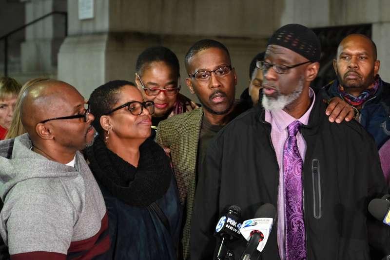2019年11月25日,巴爾的摩市民史都華(Andrew Stewart)、契斯特納特(Alfred Chestnut)與華特金斯(Ransom Watkins)在36年冤獄之後重見天日(AP)
