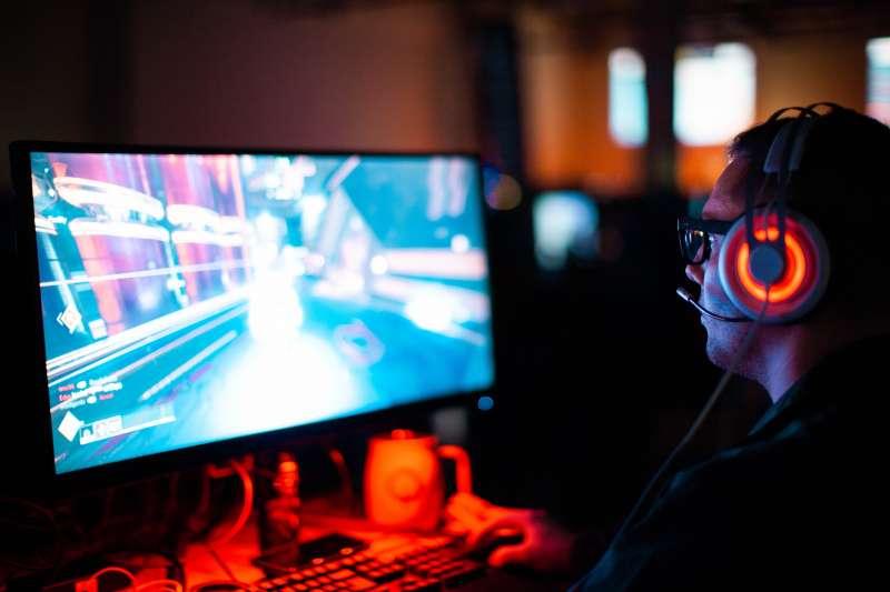 電玩遊戲成為年輕族群的社交必備話題,美國父母也希望孩子玩出好成績。(SeanDo@Unsplash)