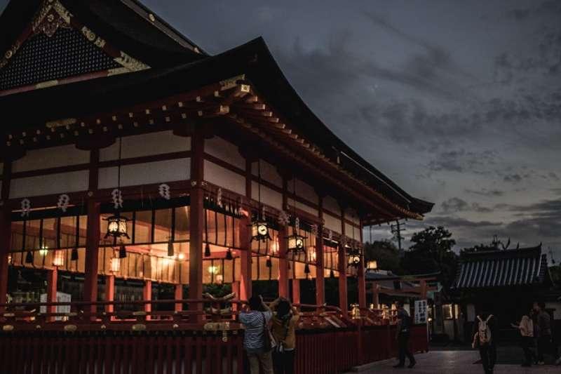 日本的神社有大社、神宮等各種不同稱呼方式,這些名稱到底哪裡不一樣呢?千萬不能搞錯囉!趕緊來看看他們的微妙差異吧。(圖/unsplash)