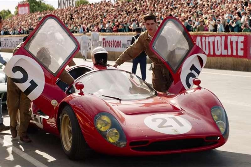 《賽道狂人》改編自1966年福特汽車在利曼24小時耐力賽打敗賽車界霸主法拉利的故事。(圖/imdb)