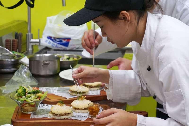 從初選的28組參賽者選中6組進入決賽,學生們發揮創意展現鵝肉美味。(圖/中華民國養鵝協會提供)