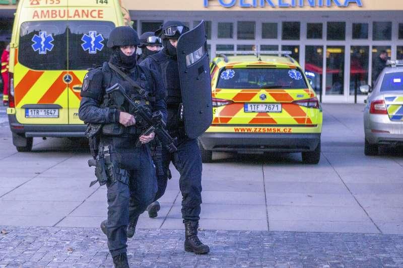 捷克第二大城奧斯特拉瓦一處醫院發生槍擊案,造成6死2重傷,兇嫌已自戕身亡。(AP)