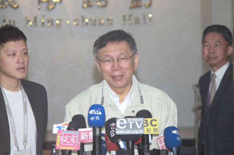 20191210-台北市長柯文哲10日上午主持市政會議,會前接受媒體訪問。(方炳超攝)