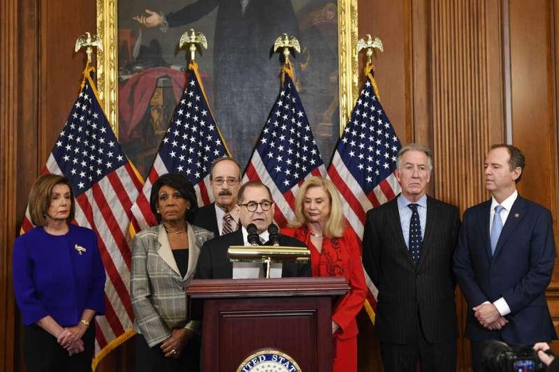 美國聯邦眾議院於美東時間10日上午9時正式公布川普總統的「彈劾條款(罪名)」。(AP)