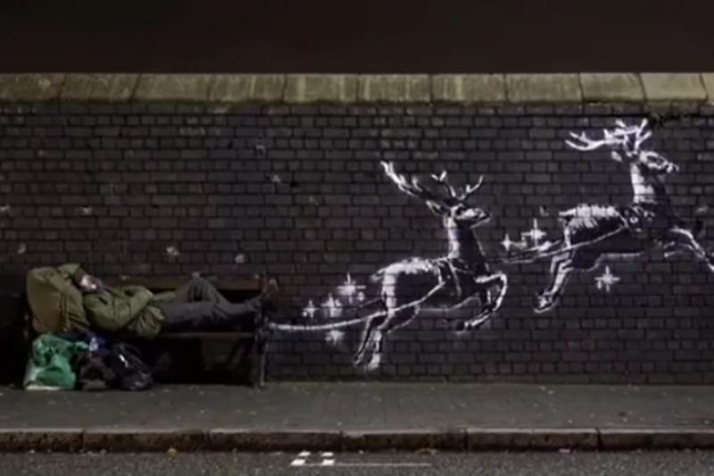 知名塗鴉藝術家Banksy耶誕新作驚喜現身英國伯明罕街頭(圖/Banksy Instagram)