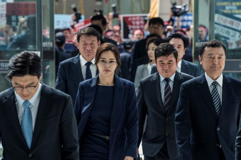 《黑計畫》的故事背景,是1997年亞洲爆發金融風暴後的韓國社會。(圖/ CATCHPLAY提供)