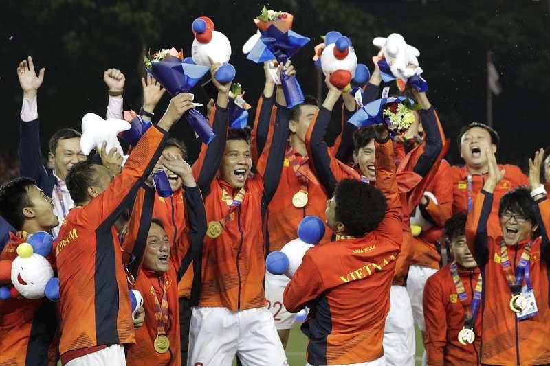 越南男足在韓籍教頭朴恒緒的執教下,首度在東南亞運動會男足決賽摘金。 (美聯社)