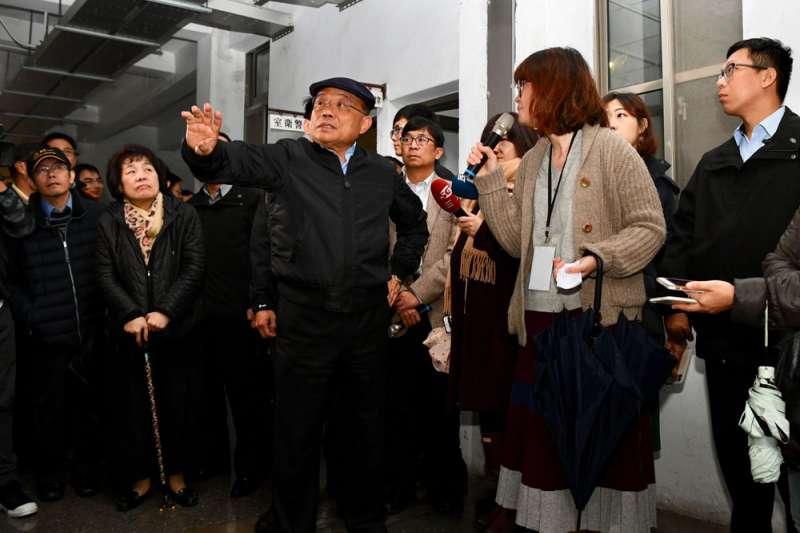 經過兩周養病,蘇貞昌(中)現身國家人權博物館美麗島特展。(行政院提供)