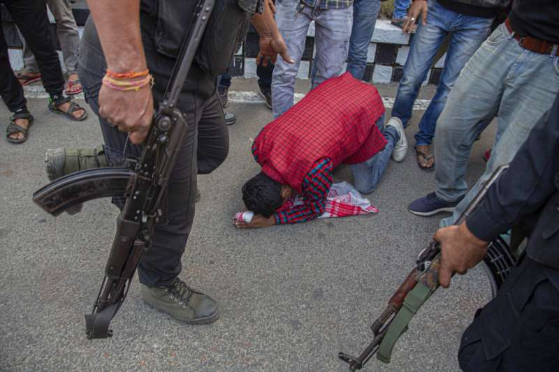 印度國會上議院通過《公民身份修正法案》,導致阿薩姆邦等地的激烈抗議。(AP)