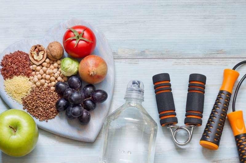 養成健康的生活方式、學習有關糖尿病的知識,並培養每天運動的習慣,有助於控制好此病導致的併發症。(圖/Hello醫師)