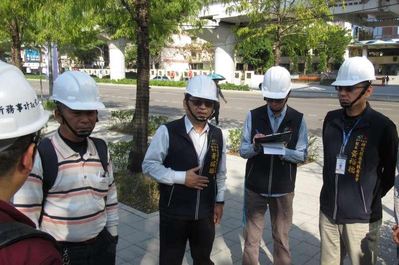 市府研考會12日邀機水電委員及勞動檢查處一同檢視展區工程。(圖/台中市政府提供)