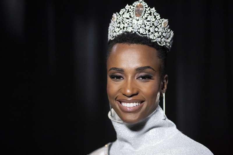 2019年環球小姐由來自南非的唐吉摘下后冠(AP)